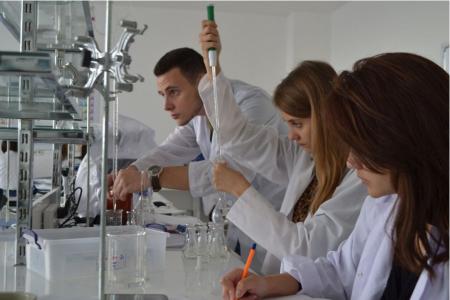 Лучшие химические вузы России и Москвы в 2021